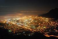 Die City von Kapstadt bei Nacht